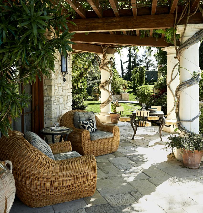 Мебель из искусственного ротанга характеризуется легкостью, долговечностью и прочностью