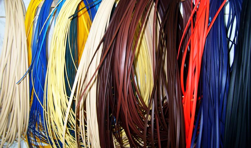 Искусственный ротанг - это синтетическая лента разной ширины и длины, которая применяется для изготовления садовой мебели и декора