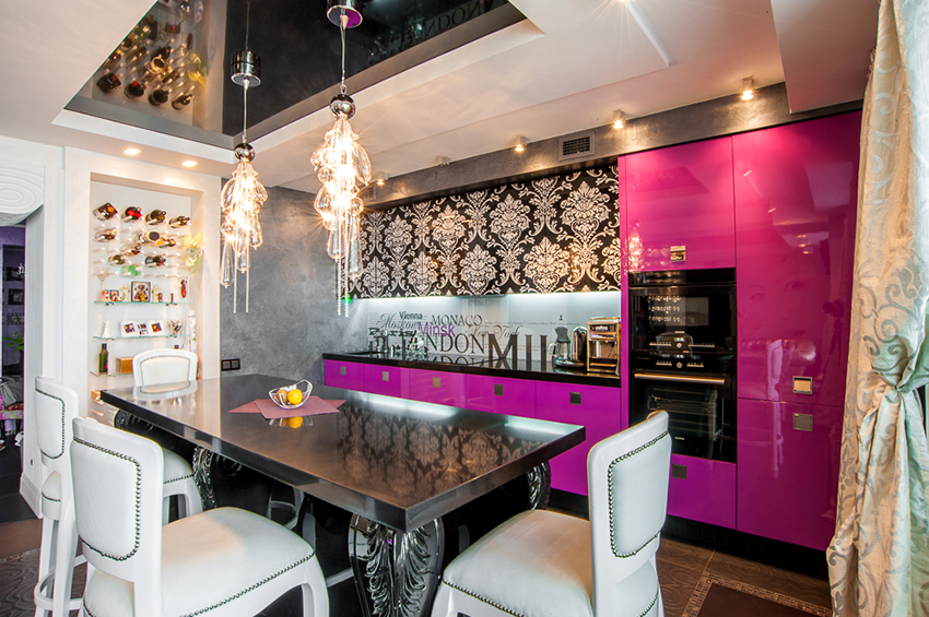 Цвет обеденного стола должен сочетаться с общим дизайном кухни