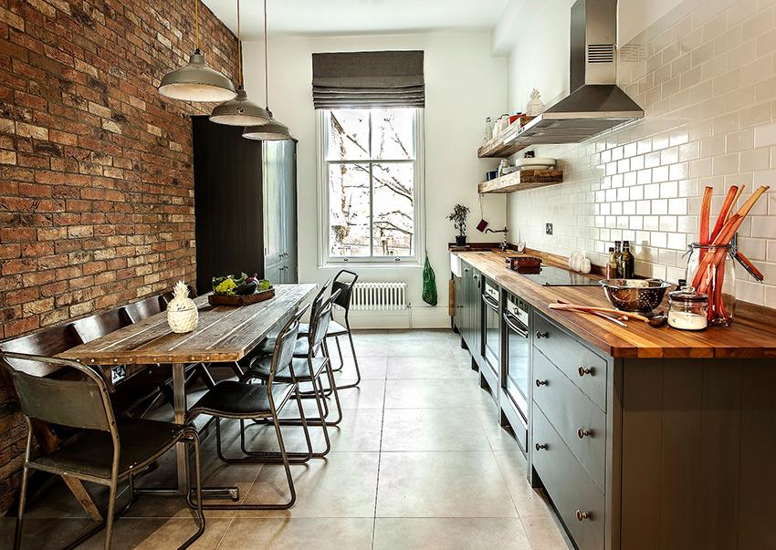 При покупке стола для кухни нужно обратить внимание на качество материала