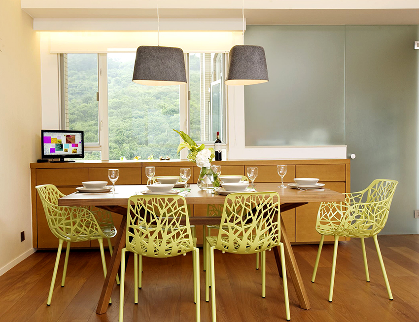 Для семьи из 6-8 человек размер обеденного стола должен быть 110Х200 см