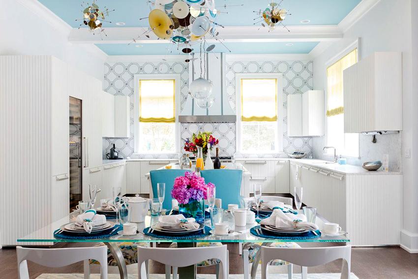 Если высота стола подобрана правильно, всем членам семьи будет удобно