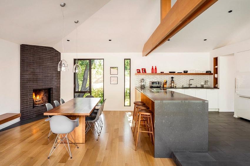 Для каждого человека за столом должно быть отведено не меньше 40х60 см пространства