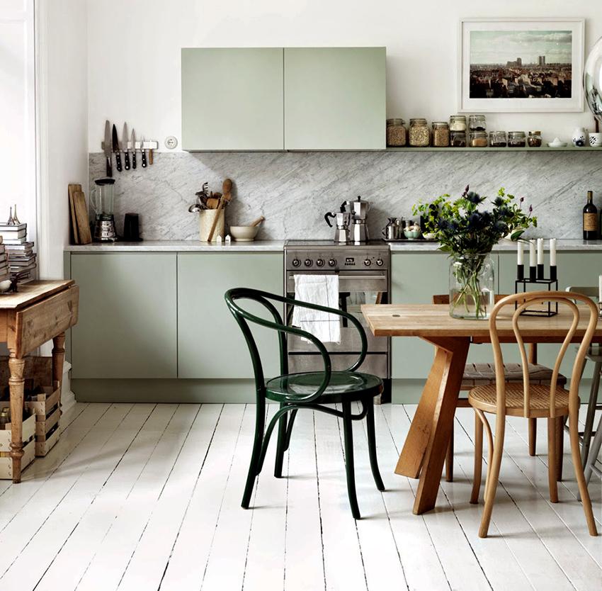 Удобство сидения за столом зависит от высоты стола, поэтому подбирать ее необходимо основательно