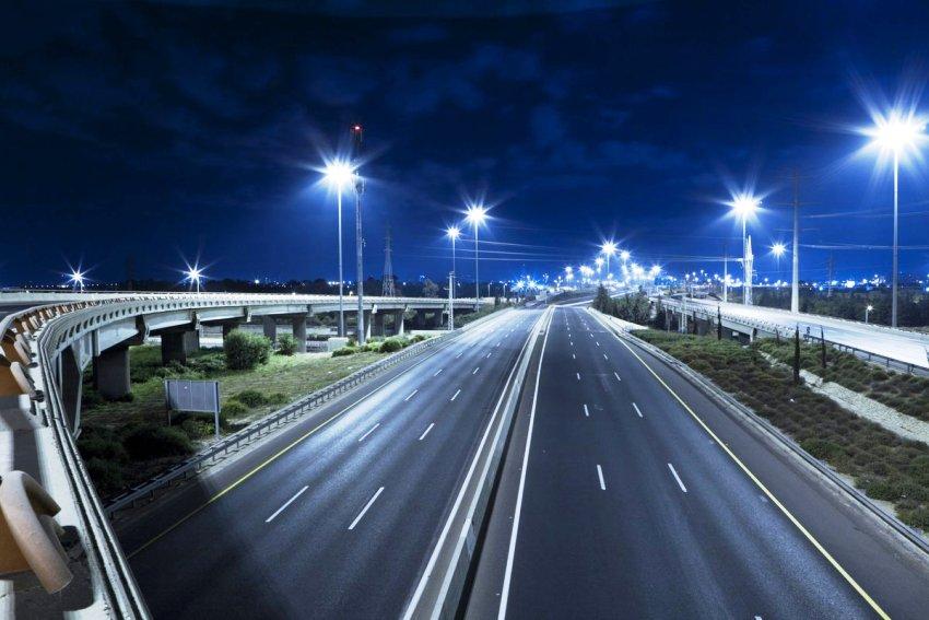 Прожекторы с мощностью свыше 80 Вт используют для наружного освещения больших площадей, проезжей части и магистрали