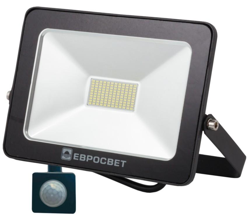 Светодиодные прожекторы могут в своей конструкции содержать такую дополнительную комплектацию, как датчики движения