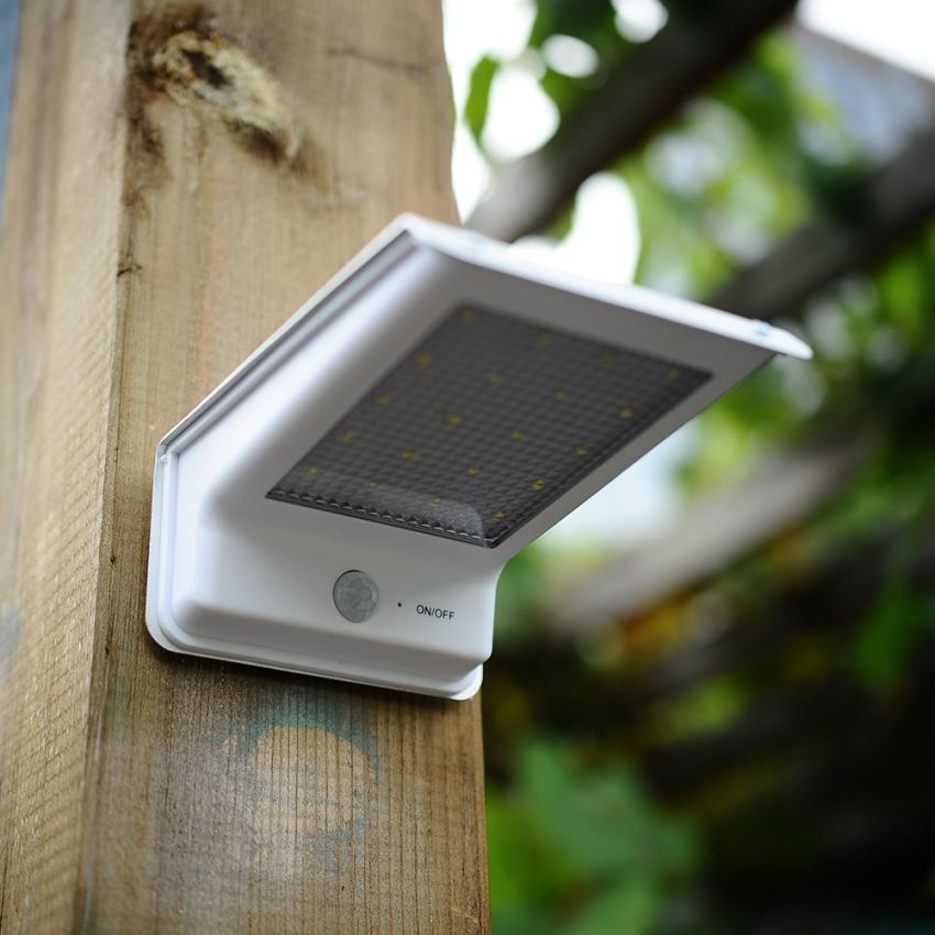 Уличный прожектор с датчиком движения является очень распространенным среди владельцев частных домов