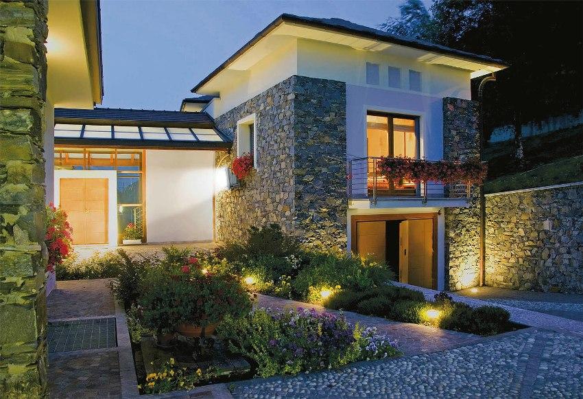 Светодиодные прожекторы используют практически во всех сферах, где необходимо эффективное и экономное наружное освещение