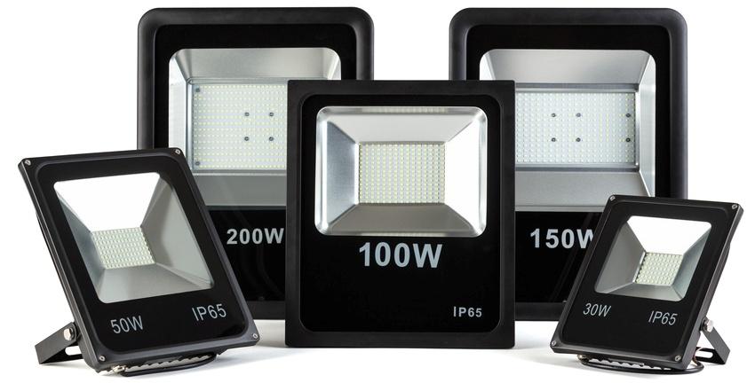Если площадь территории для освещения обширная, то лучше сделать выбор в пользу светодиодного уличного прожектора выше 20 Вт