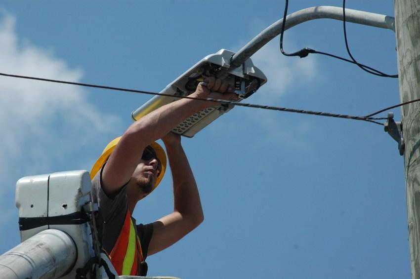 Общая стоимость уличных светильников на столбы включает в себя стоимость проектных и монтажных работ