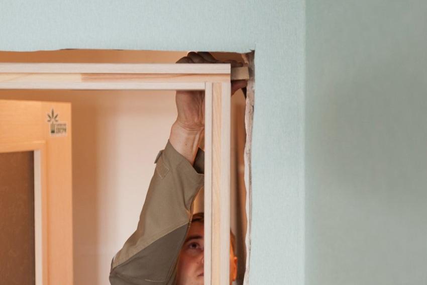 Каркас дверного полотна (лудка), является его опорой и фиксируется к дверному проему