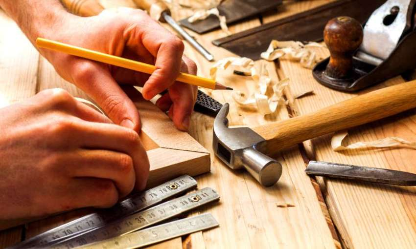 Перед началом монтажа межкомнатной двери необходимо подготовить соответствующие инструменты