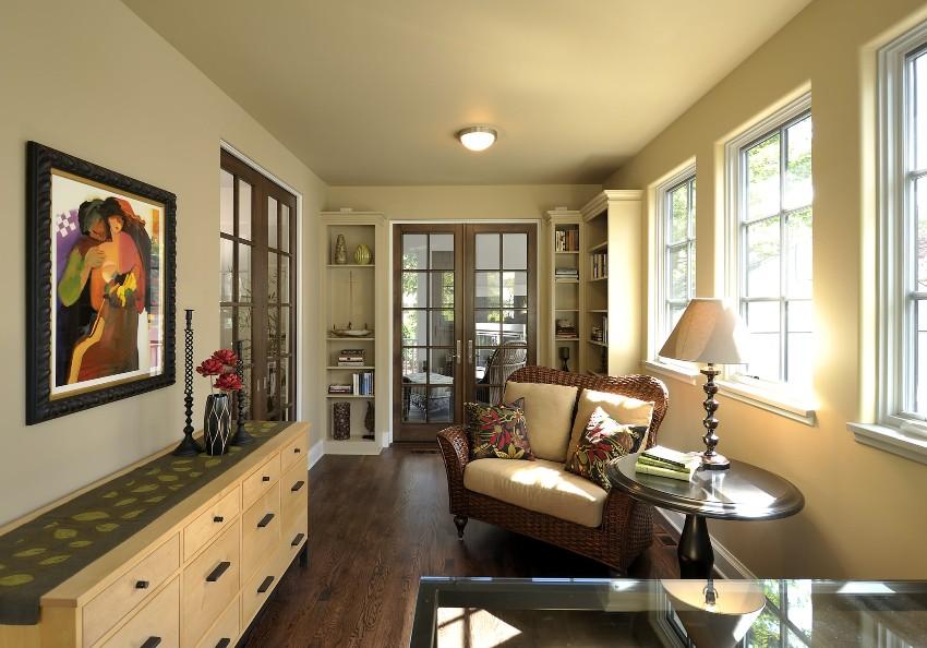 Установка стеклянных межкомнатных дверей отличается от монтажа традиционных вариантов