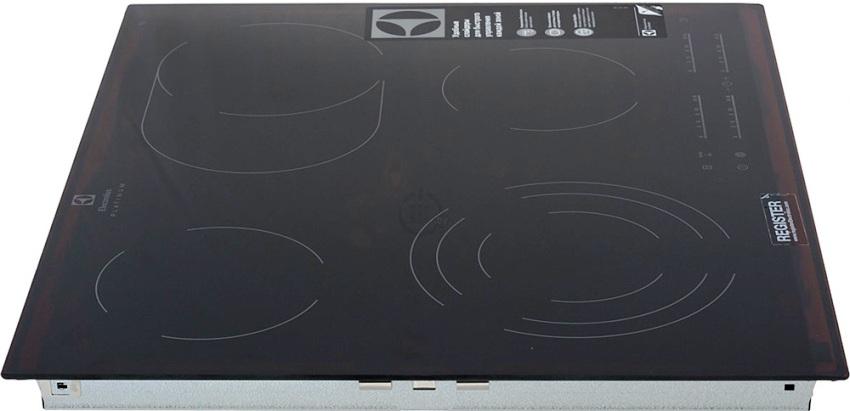 Модель варочной поверхности Electrolux EHF96547FK имеет стеклокерамическую поверхность черного цвета и скошенные по всему периметру края