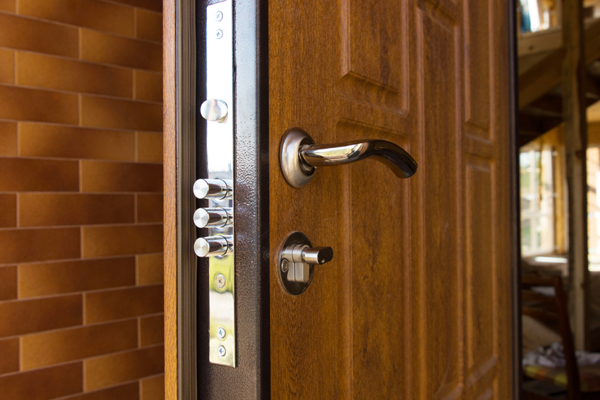 МДФ панели позволяют не только изменить дизайн двери, но и улучшить технические параметры