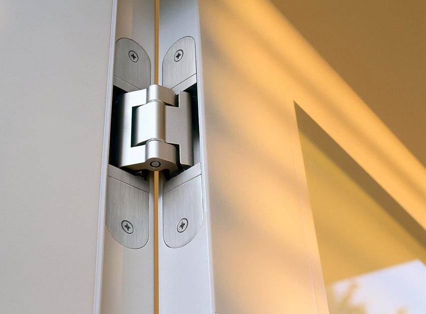 Чем меньше зазор между дверью и проемом, тем прочнее и надежнее конструкция