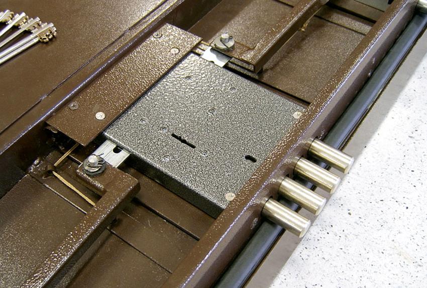 Для правильной установки врезного замка самостоятельно необходимо внимательно изучить инструкцию