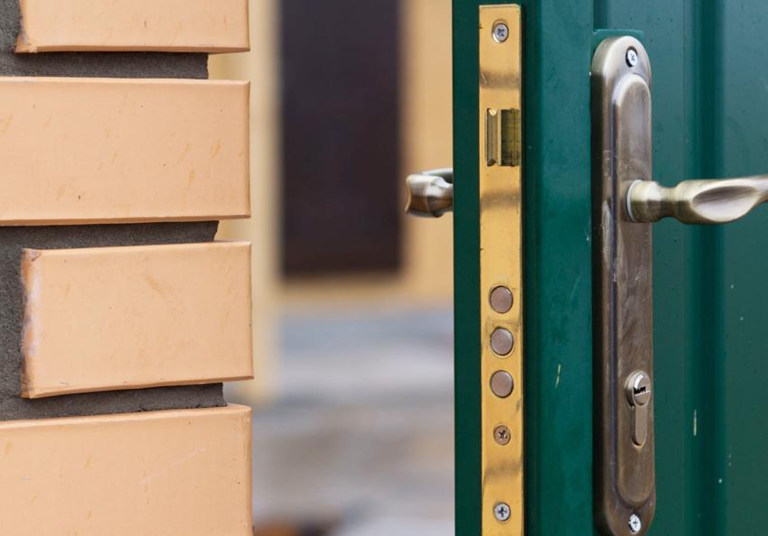 Врезные замки позволяют сохранить внешний вид двери