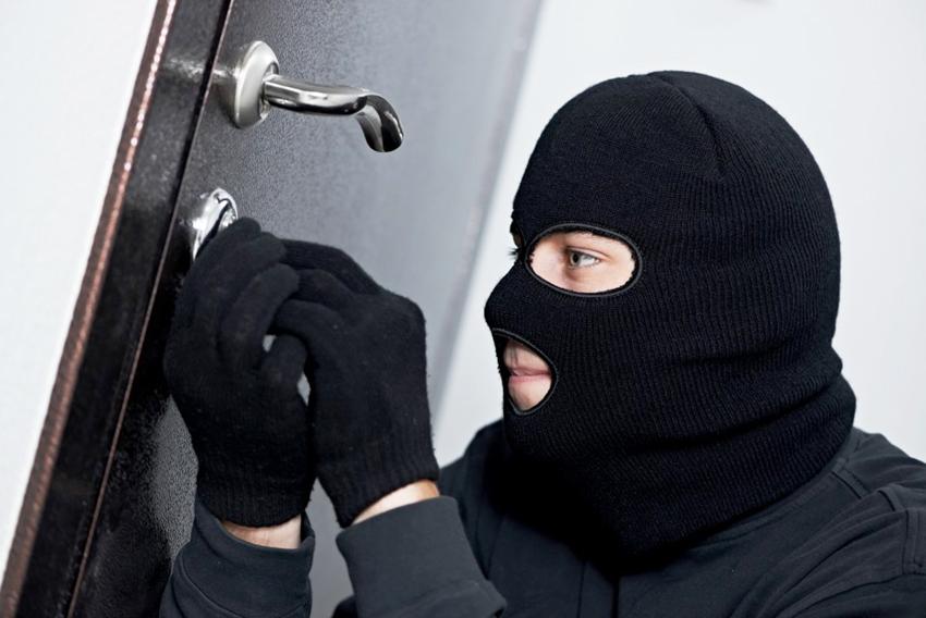 Замки для металлических дверей максимальной секретности имеют защиту от отмычек, выбивания и высверливания устройства