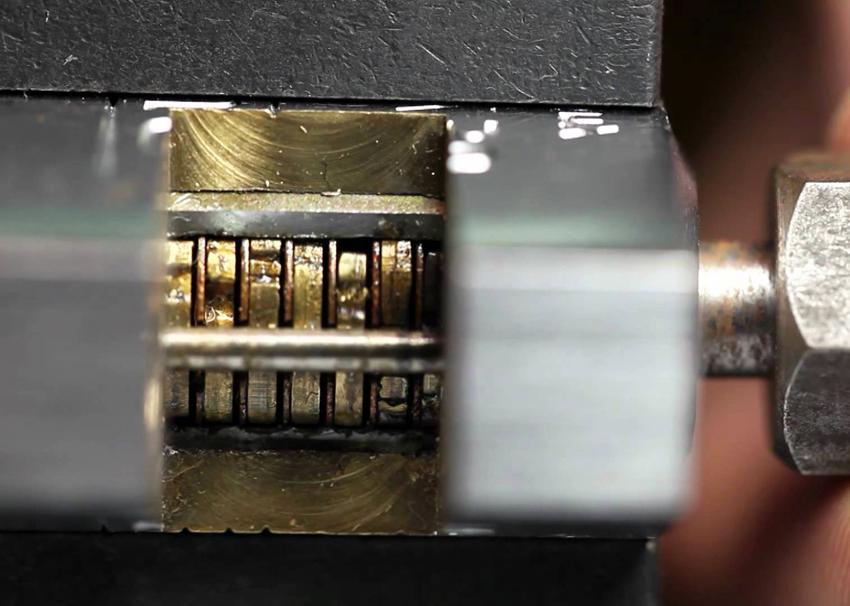 Дисковые цилиндрические замки для металлической двери имею высокий уровень секретности