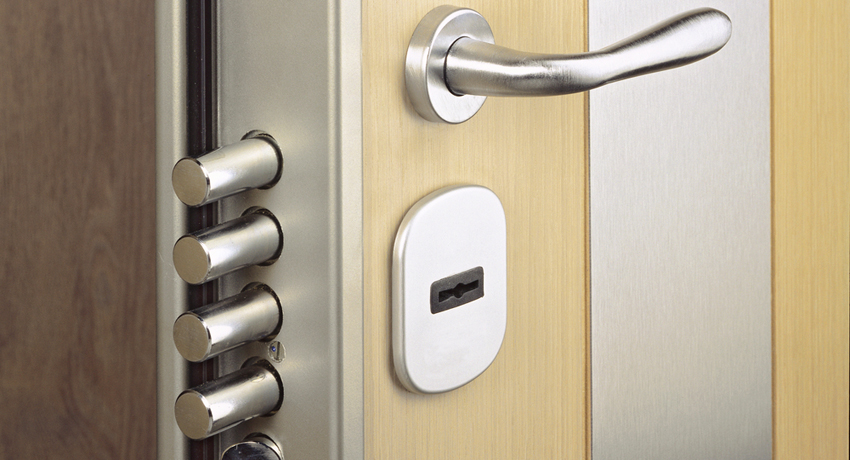 Замок для металлической двери: выбор надежного устройства для защиты жилища