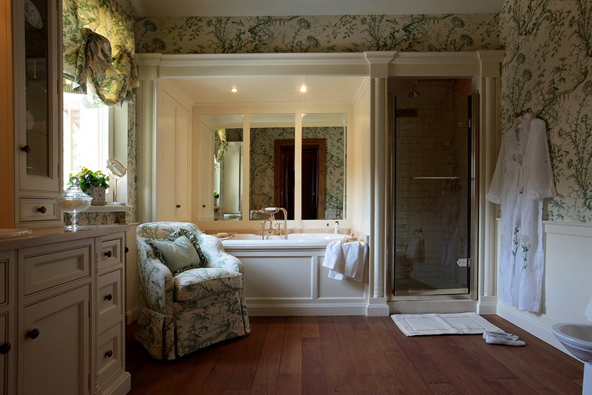 Помещение ванной в английском стиле должно быть максимально большое и просторное