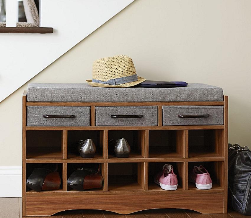 Банкетка с полками для обуви является очень функциональным элементом мебели