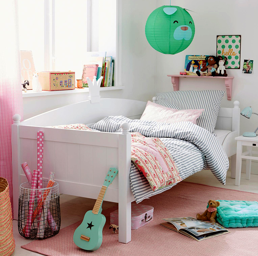 Сначала покупается матрас, соответствующий параметрам ребенка, от этого будет зависеть точный размер кровати