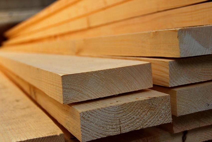 Идеальным материалом для изготовления детской кровати является древесина