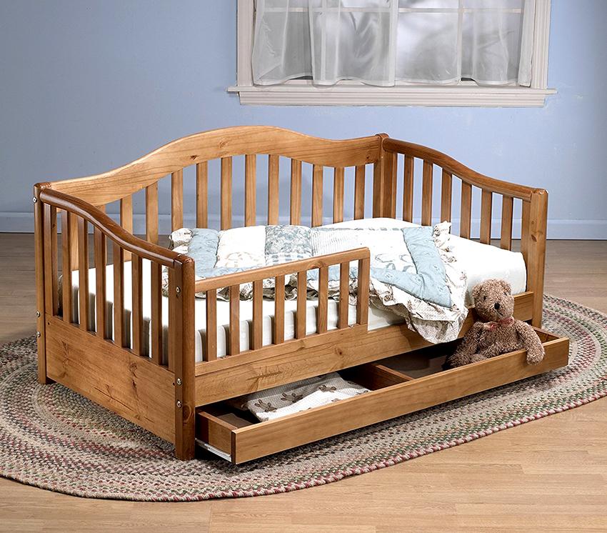 Кроватка для новорожденных с ящиками поможет сэкономить место