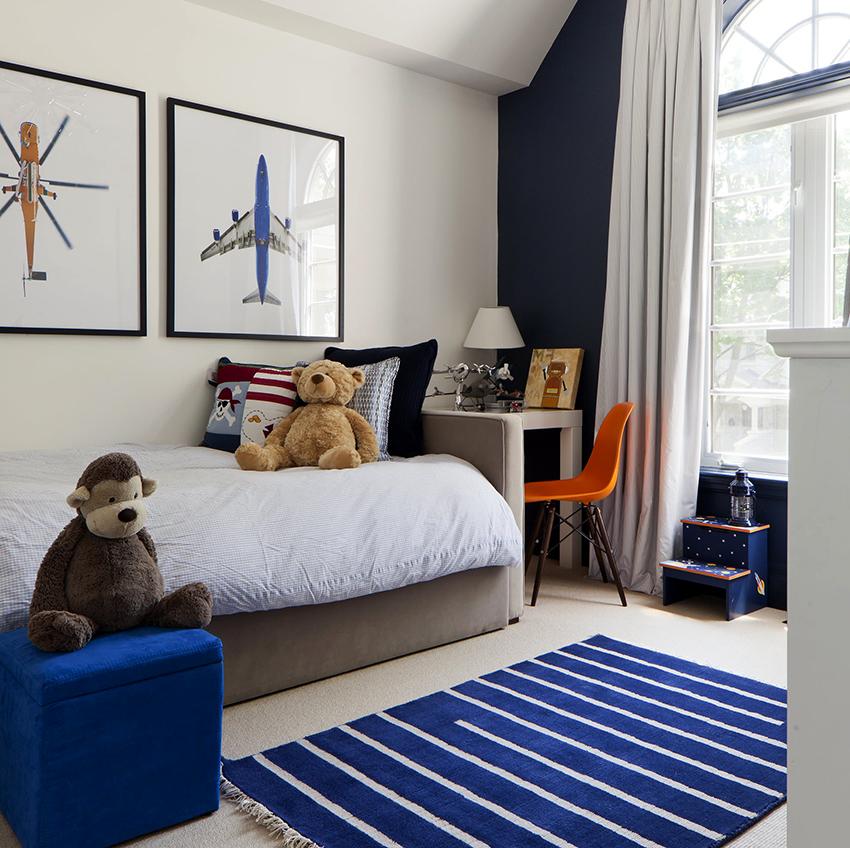 Стандартная ширина односпальной кровати составляет 70 см, а длинна варьируется от 130 до 170 см