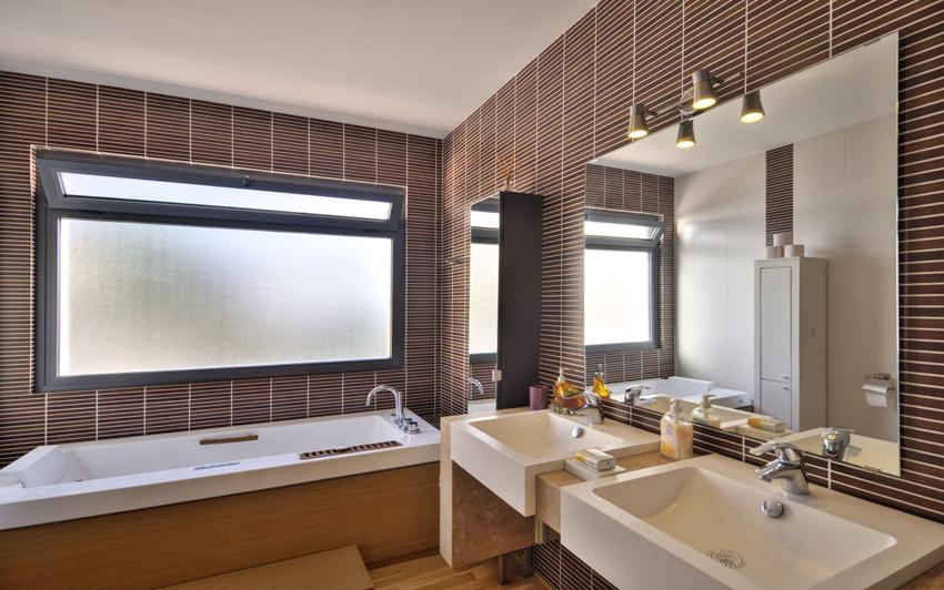 При разработке дизайна ванной комнаты следует учитывать пожелания всех членов семьи