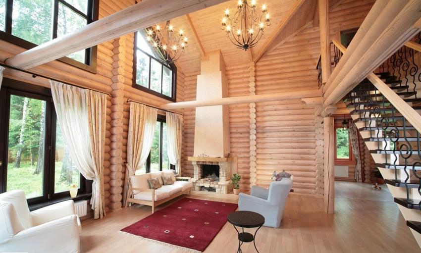 Дом из оцилиндрованных бревен выглядит красиво и современно