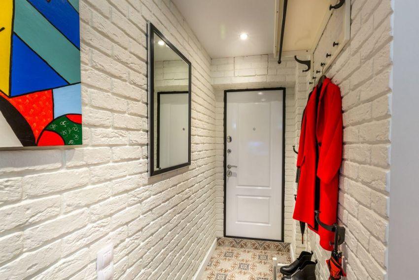 Для маленького коридора рекомендуется использовать светлую палитру оттенков
