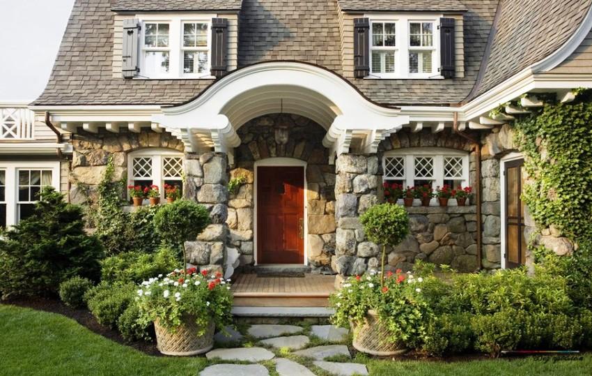Немало сил, времени и физических затрат потребует обустройство приусадебной территории дома в английском стиле