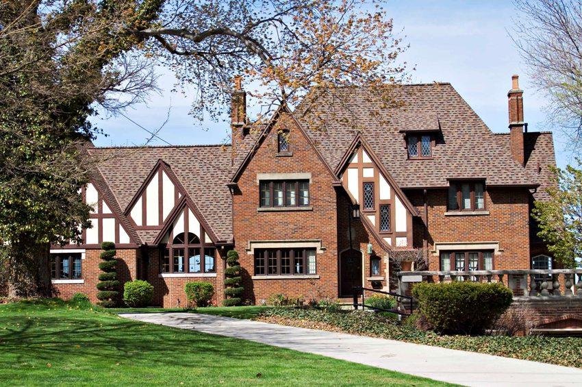 Фасады домов в английском стиле георгианской эпохи отличаются симметричным расположением окон и даже дымоходов