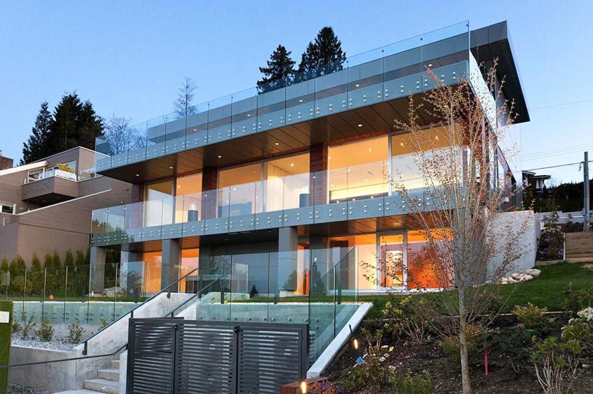 Для таких домов характерны большие панорамные окна