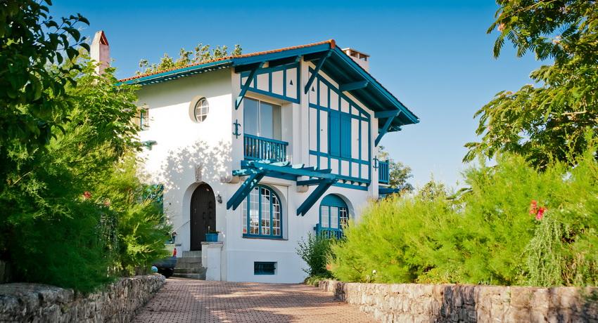 Дома в стиле прованс: обаяние французского кантри в современной архитектуре
