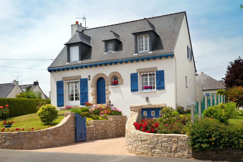 Загородный дом в стиле прованс являет собой пример провинциальной простоты в сочетании с элегантностью