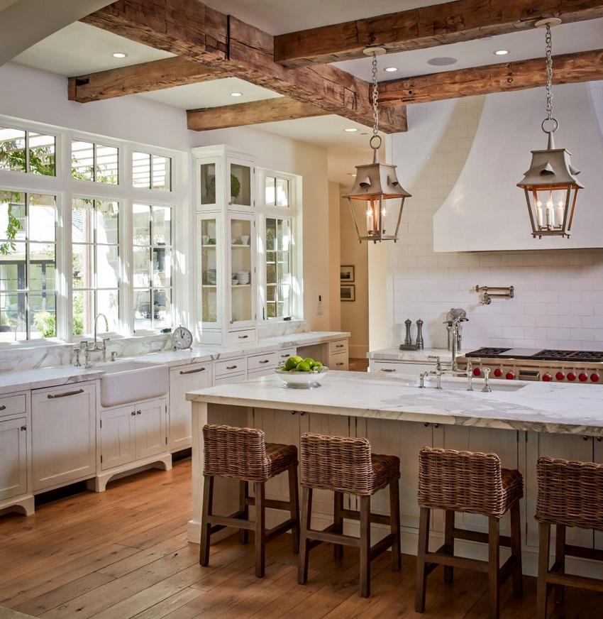 Интерьер в стиле прованс предполагает наличие натуральных материалов в отделке стен, пола и потолка