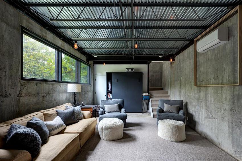 Стены из необработанного бетона как нельзя лучше подойдут к интерьеру гостиной в стиле лофт