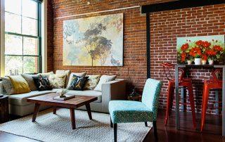 Гостиная в стиле лофт: эффектная просторная зона с минимальной отделкой