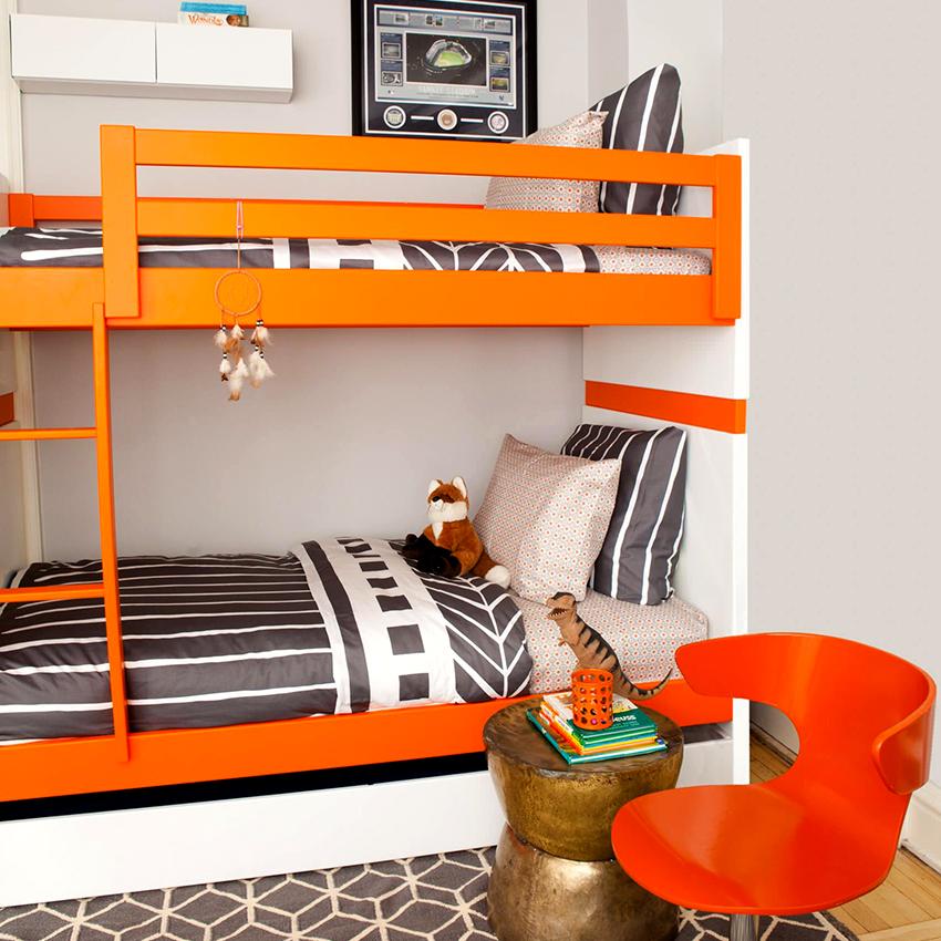 Верхнее спальное место двухъярусной кровати должно быть оснащено бортиками