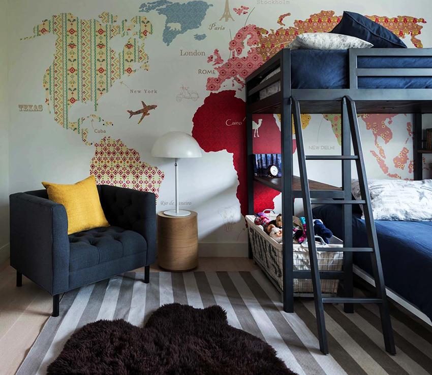 Двухъярусная кровать – идеальное решение для семей с двумя детьми