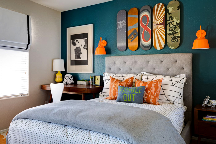 Для мальчика-подростка можно приобрести полуторную кровать с мягким изголовьем