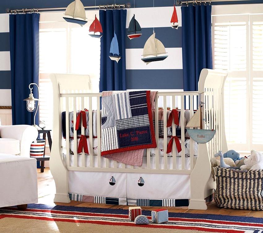 Классические кроватки для новорожденных ограждены с четырех сторон, использовать их можно до трехлетнего возраста