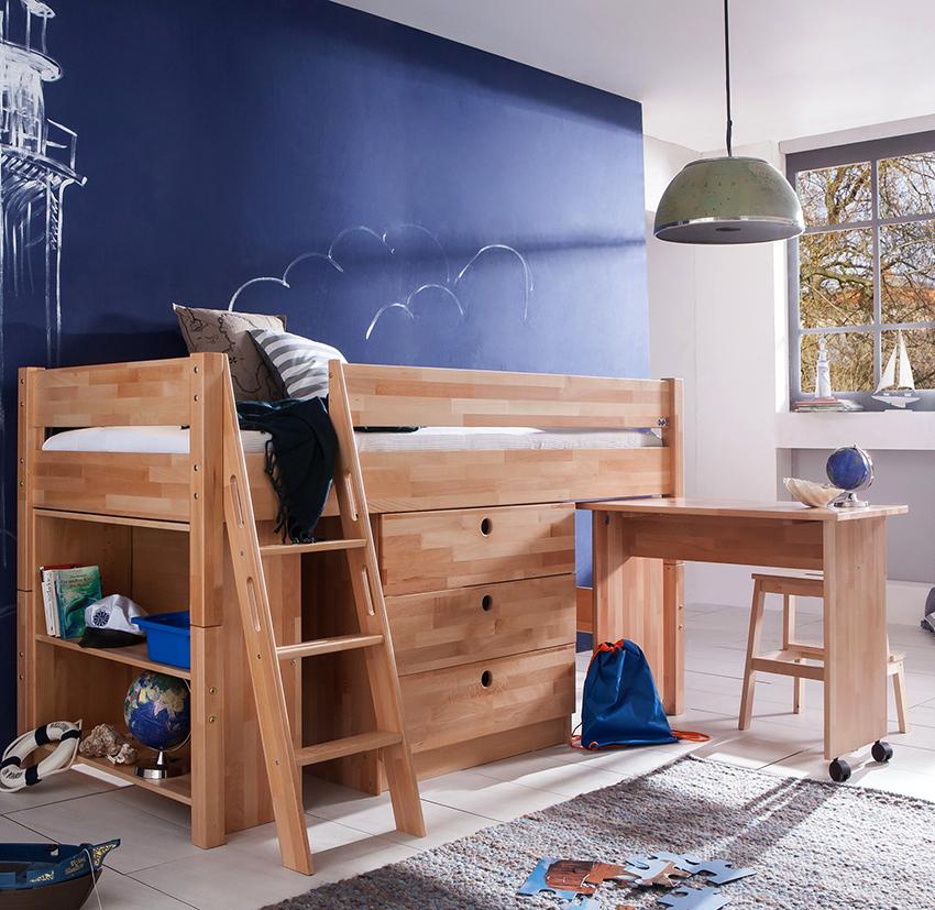На первом ярусе кровати могут располагаться полочки и ящики