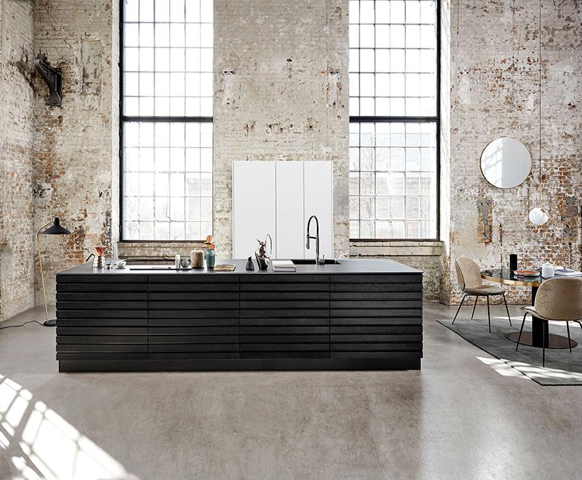 Универсальным материалом для пола кухни в стиле лофт является линолеум