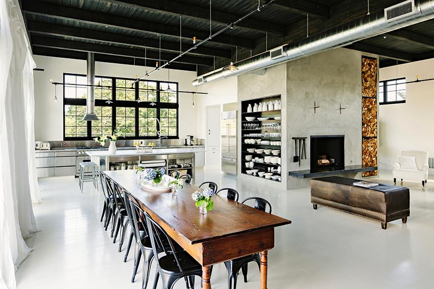 Белые кухни в стиле лофт выглядят легкими, просторными и гармоничными