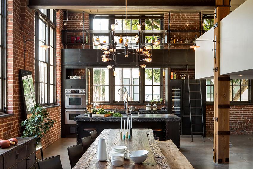 В кухне лофт желательно, чтобы были высокие потолки и большие окна
